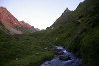 Le ruisseau du Labas en arrivant aux Artigues, le fier Pic de Bassia a droite