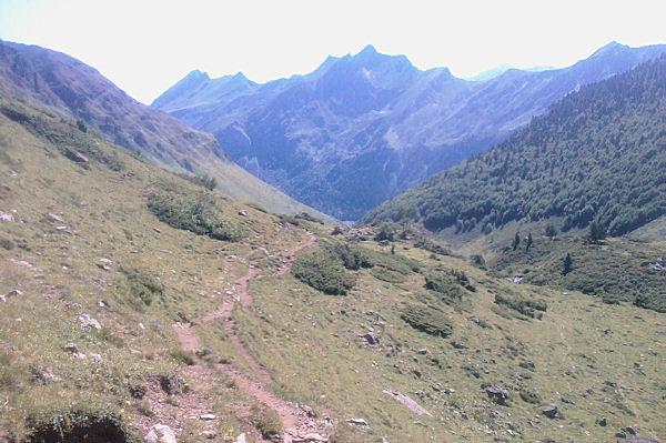 Le vallon du ruisseau du Labas, au fond, la crête entre le Pic du Midi d_Arrens et le Monesté