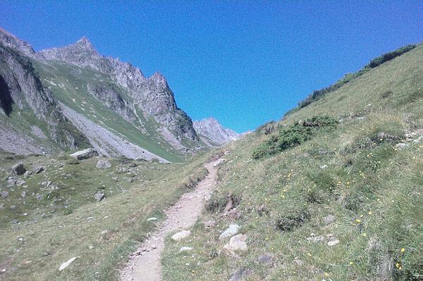 Le chemin en arrivant à la Cabanne de Bouleste, à gauche, le Hautafulhe