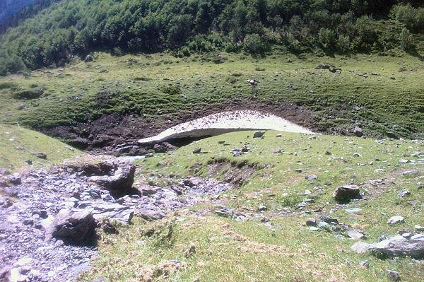 Un névé subsistant sur le ruisseau de Labas