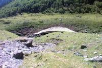 Un neve subsistant sur le ruisseau de Labas