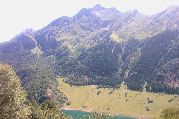 Le Lac du Tech dominé par le Pic de Sarret