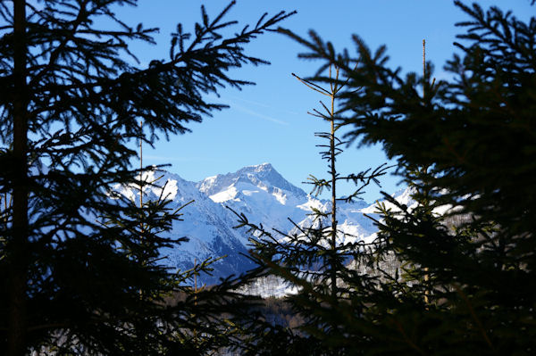 En montant au Col de la Serre, le Pic du Balaïtous