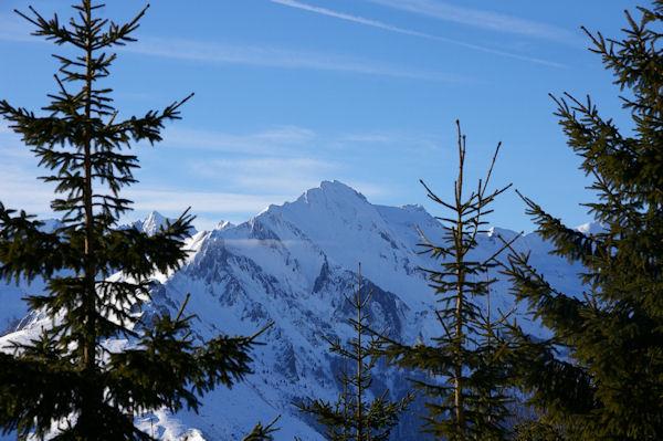 En montant au Col de la Serre, le Pic du Midi d_Arrens