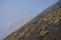 Rude la pente, le Soum Blanc des Especieres se montre un peu dans la brume