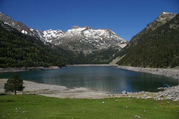 Le lac d&#39Orédon, les pics d&#39Estaragne au centre et le pic de Hèche Castet à droite