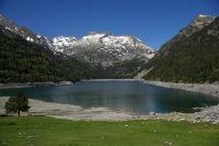 Le lac d'Oredon, les pics d'Estaragne au centre et le pic de Heche Castet a droite