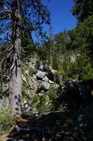 Petite cascade du ruisseau descendant des Laquettes