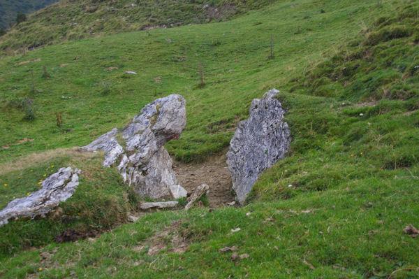 Un petit portillon naturel sur le GR10 / GR36