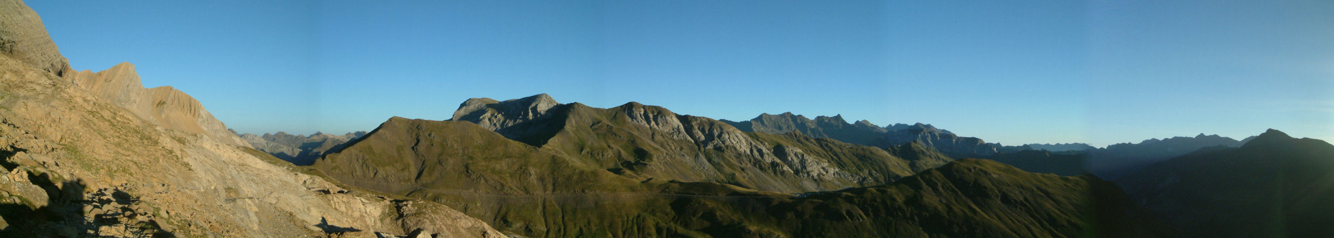 Panoramique vers le Port de Boucharo et le Col de Tentes