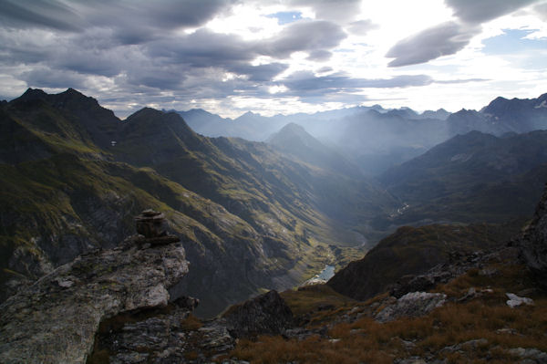 La vallée d_Ossoue dans le soleil