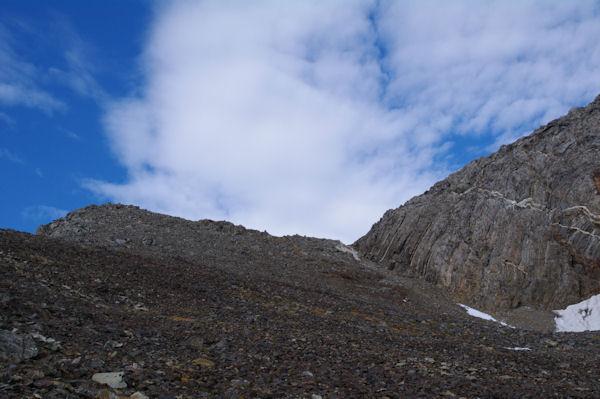 A gauche, le Pic du Milieu de Tapou