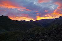 Lever de soleil sur la vallee d'Ossoue