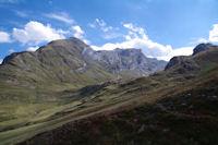 La vallee de la Canau, au dessus, le Pic des Secres et le Pic de Gabiet