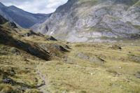 Le GR10 descendant dans la vallee d'Ossoue