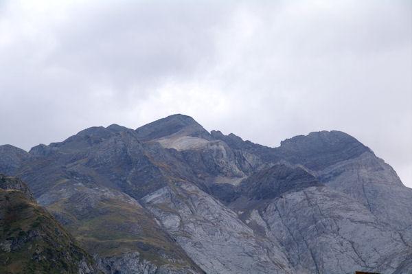 Le Pic du Milieu, le Grand Pic de Tapou et le Montferrat