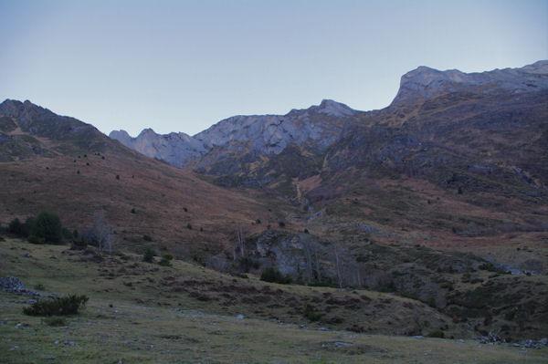 Le vallon du ruiseau de Labardaus qui descend des Gabizos depuis Boey Débat