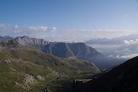 La Vallee des Especieres, plus loin, la vallee du Gave d'Ossoue, dans les brumes, la vallee du Gave de Gavarnie