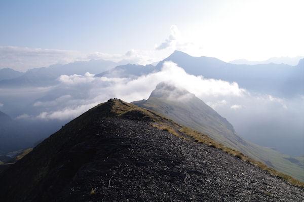 Au sommet du Pic de Tentes, au lon le Pic de la Pahule et le Piméné