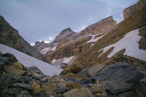 Le Refuge de la Brèche depuis le Col des Sarradets