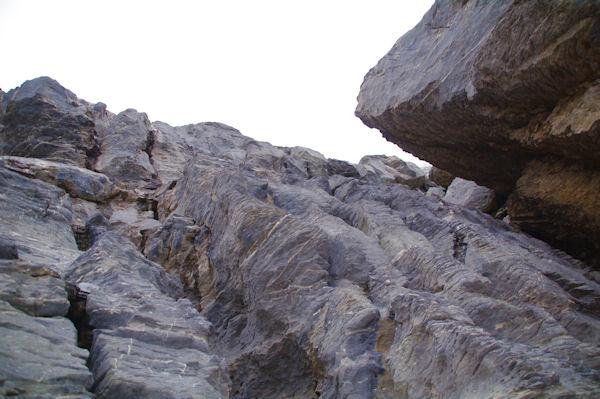La cheminée donnant accès aux terrasses supérieures