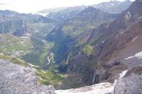 La vallee de Gavarnie depuis le haut du Cirque
