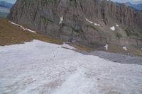 La descente dans le neve vers le Refuge de la Breche