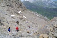 Il y a du monde dans la descente du Col des Sarradets