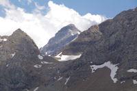 Le Casque du Marbore dans l'echancrure du Col des Sarradets
