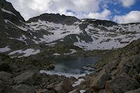 Un des Lacs Verts, au fond, le Glacier de Maniportet domine par le Pic des 3 Conseillers