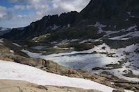 Le Lac Bleu et les Lacs Verts, au fond, la crete d'Espade