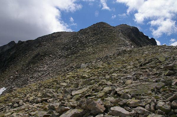 La crête rocailleuse menant au Turon de Néouvielle