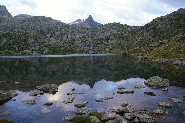 Le Lac de la Glère, au centre, le Campanal de Larrens, à gauche, le Pic de Néouvielle suivit du Pic des 3 Conseillers