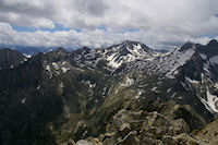 Pic Mechant, Pic d'Estaragne, Pic de Campbieil et Pic Long depuis le sommet du Turon de Neouvielle