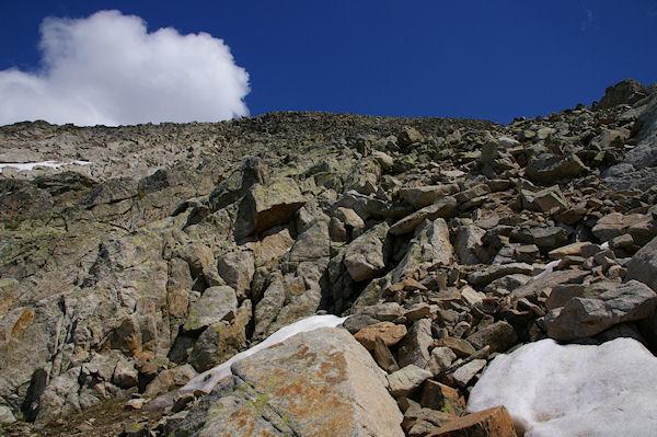 La caillasse en descendant vers le Col de Coume Estrète