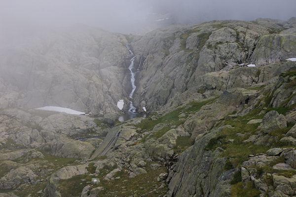Une cascade vers les Lacs Estelat