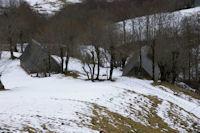 Deux granges au dessus du Ruisseau de Hoo