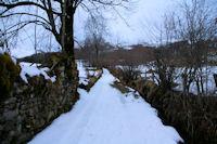Le chemin au dessus du ruisseau de Caubere pres de la grange Gite Pere