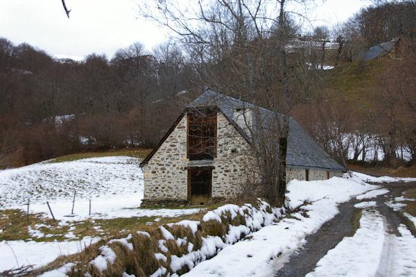 Jolie grange sous le Pic de Brebeillet