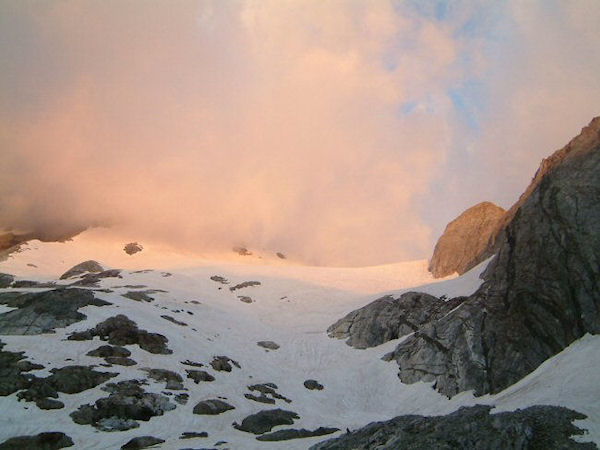 Levé de soleil sur le glacier d'Ossoue