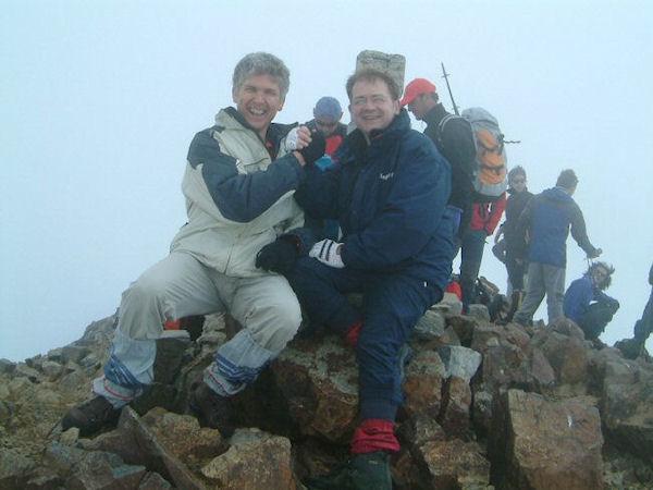 Deux Pyrénéistes heureux au sommet du Vignemale