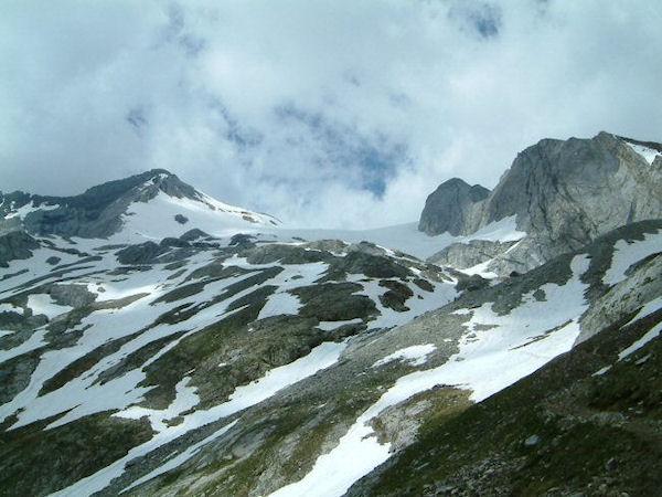 Le glacier d&#39Ossoue encadré par le pic du Montferrat et le petit Vignemale