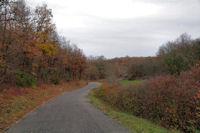 La petite route remontant vers Aujols