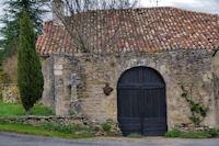 Vieille porte et vieille croix au Mas d_Abriol