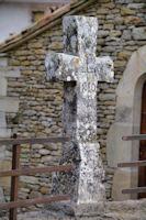 Vieille croix au Mas d_Abriol