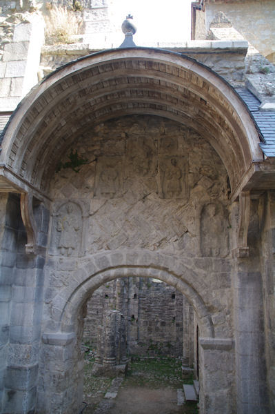 Le Tympan de l_Abbaye St Pierre à Marcilhac sur Célé