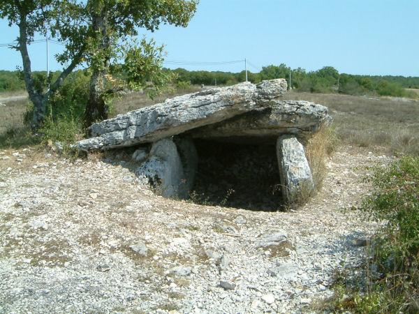 Un dolmen près du Cloup