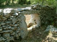 Passage pour animaux sauvages de petite taille dans un mur