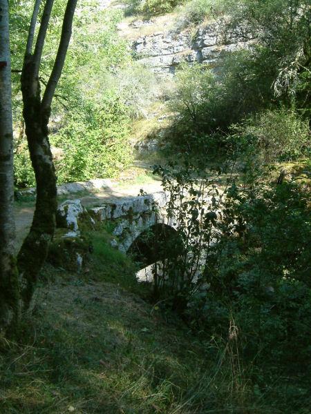 Pont sur l&#39Alzou, en arrivant dans la vallée
