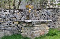 Vieille croix à Mas de Favet